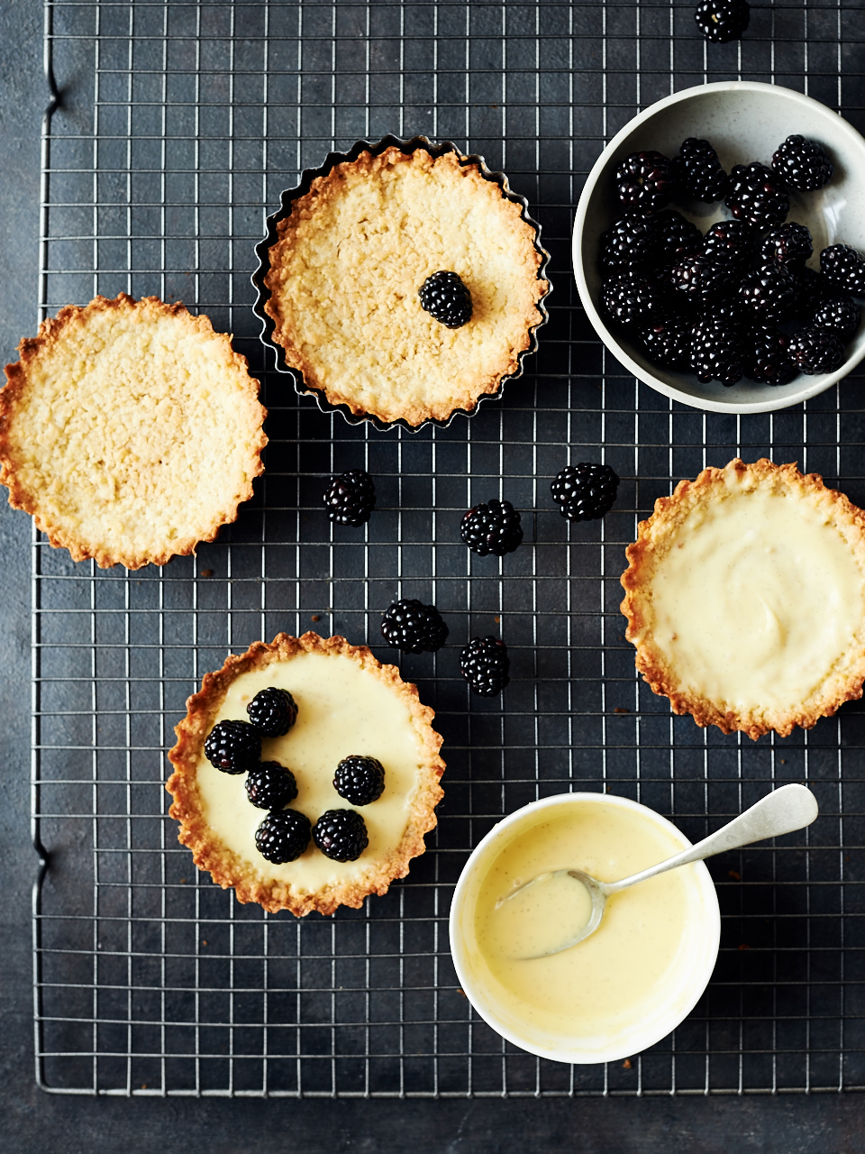 Fresh Blackberry & Vanilla Bean Custard Tarts | flavorsoflight.com